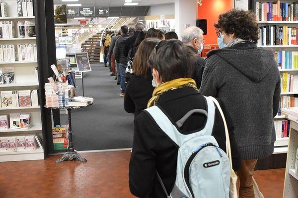 A la librairie des Volcans de Clermont-Ferrand, on n'avait jamais connu une telle affluence, même lors de la réouverture.