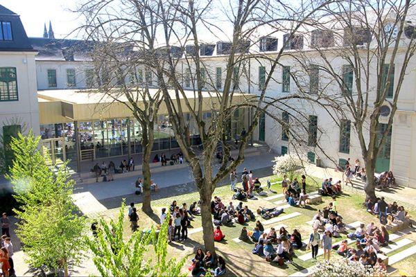 Cour des Pères à l'intérieur du Campus Sciences- Po Reims
