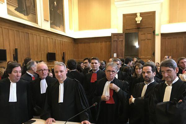13/02/2020. Pas d'apaisement chez les avocats du barreau de Tours. Ils étaient une centaine à manifester ce 13 févier au tribunal.