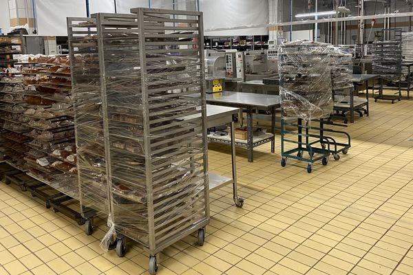 Xavier Conraux a dû fermer le laboratoire de sa chocolaterie en pleine période de production d'œufs en chocolat.