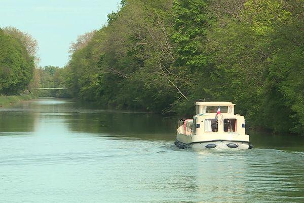 Le tourisme fluvial attire les premiers touristes étrangers en Bourgogne, depuis le déconfinement.