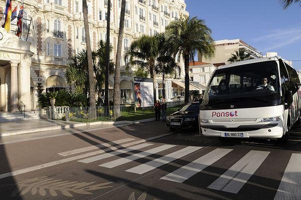 Basée à Cannes, l'entreprise possède une vingtaine de véhicules de tourisme.
