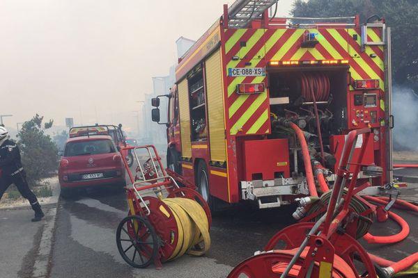 250 pompiers et 70 Gendarmes engagés pour tenter d'éteindre le feu au nord de Montpellier le 6 septembre 2017