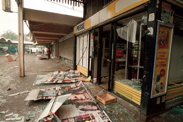 Toulouse, 21 septembre 2001 : l'explosion d'AZF engendre des dégâts jusqu'au centre-ville, ici avenue de Muret.