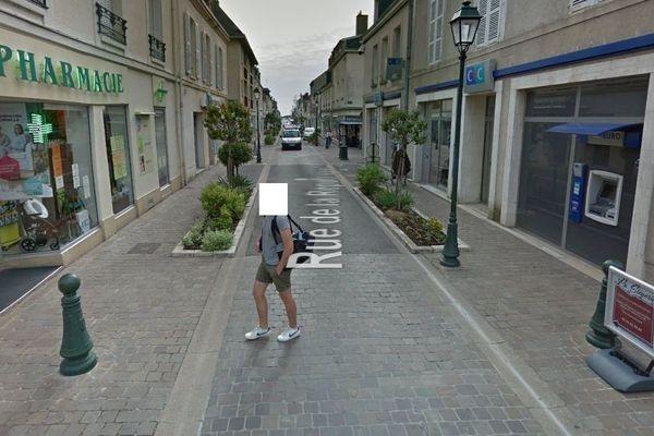 Le panneau publicitaire de la Siègerie du 28 situé rue de la République, à droite de la photo.