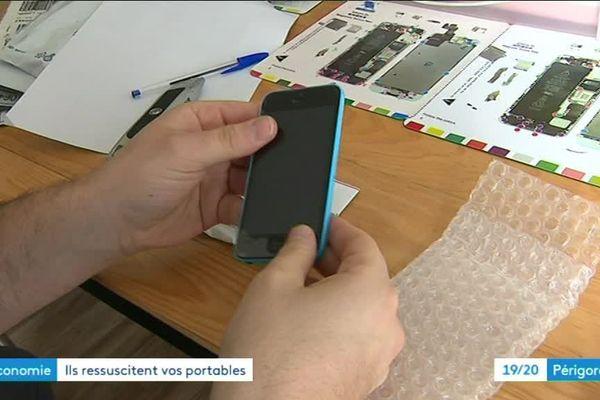 A Ribérac une toute jeune entreprise a trouvé un créneau porteur : la réparation de téléphones portables, un milliers d'appareils reconditionnés sont revendus chaque mois sous garantie