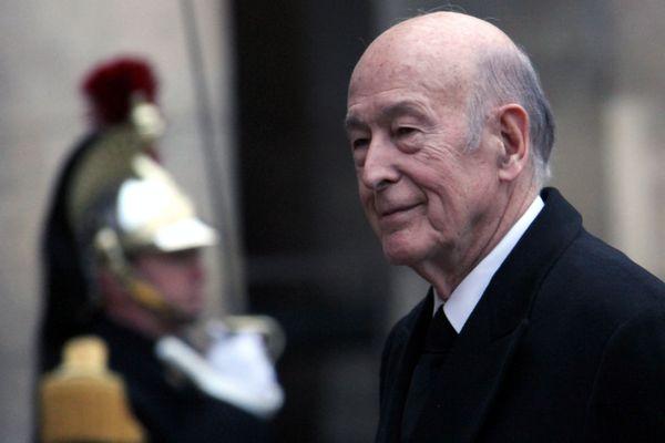 Valéry Giscard d'Estaing lors de la cérémonie en l'honneur de Philippe Seguin aux Invalides en 2010.