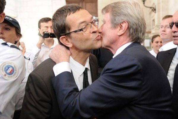 Bernard Kouchner devrait assister au procès en appel à Angers. Il avait déjà témoigné de son soutien à l'ancien urgentiste le 20 juin 2014.