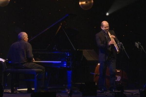 Deux musiciens italiens sur la scène de la salle Marcel Hélie: le pianiste Danilo Réa et le saxophoniste Stefano Battista