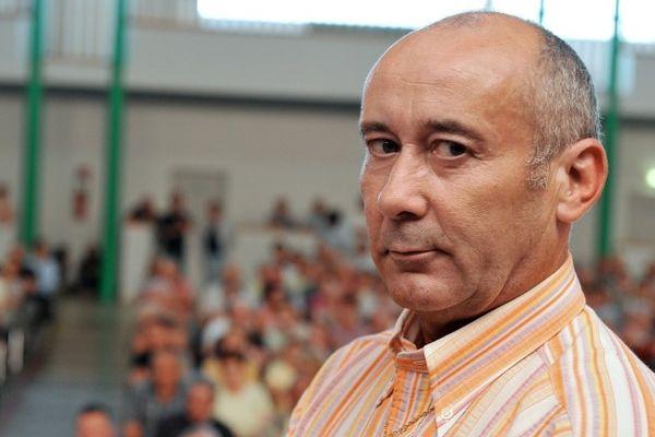 Loic Secher, le 01 juillet 2011 à Belligné, parmi les membres de son comité de soutien,