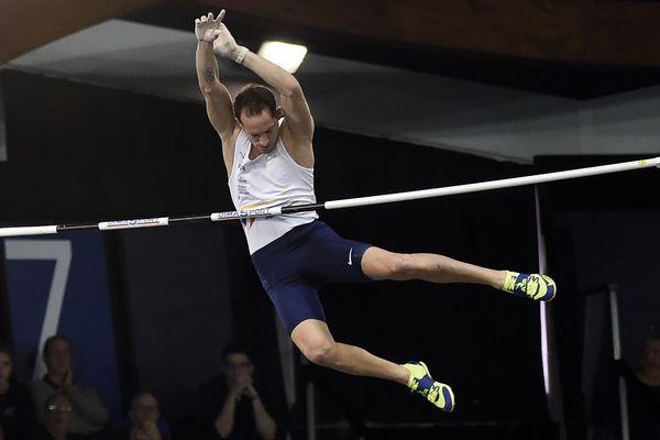Renaud Lavillenie au Championnats de France en salle de Liévin.