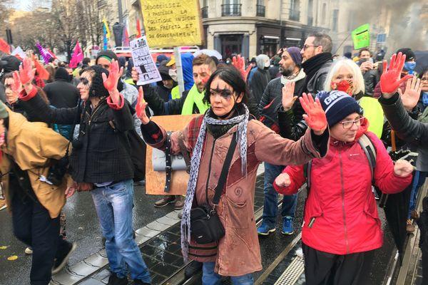 Plusieurs centaines de manifestants se sont mobilisés à Bordeaux ce 5 décembre