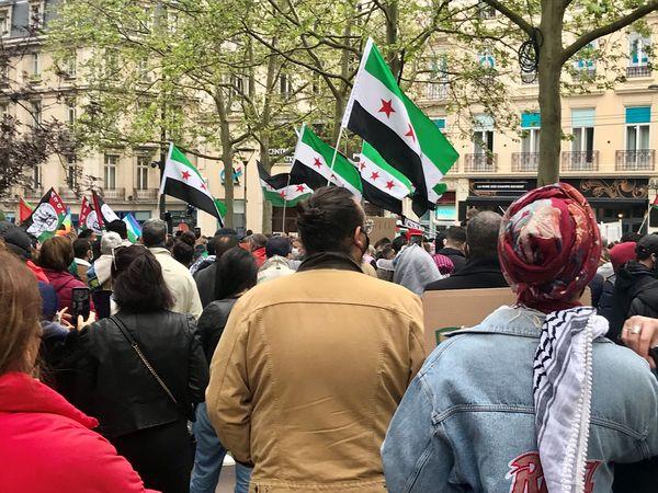A Nancy, les manifestants ont défilé avec un drapeau palestinien.