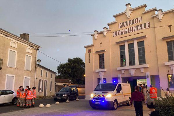 Une cinquantaine de personnes vont passer la nuit dans la salle communale de Saint-Symphorien.