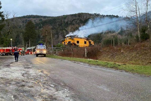 Une trentaine de pompiers est venue à bout du sinistre vers 6h ce mardi 16 février 2021.