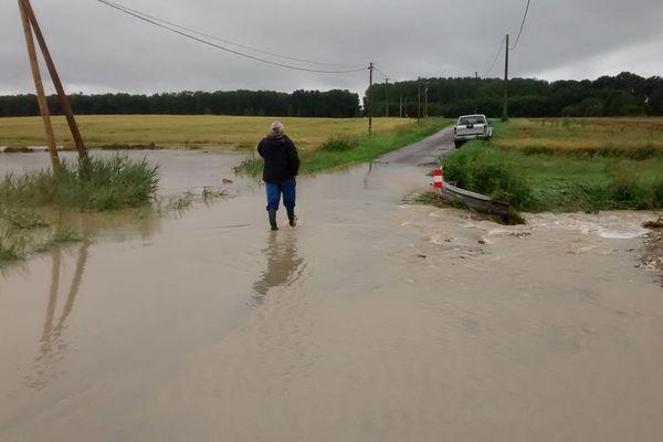 Les inondations à Colombiers, dans la Vienne, près de la maison de Jérémy Martin.