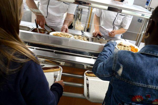 Les élèves qui ne mangent pas de porc pourront désormais avoir des repas complets comme les autres.