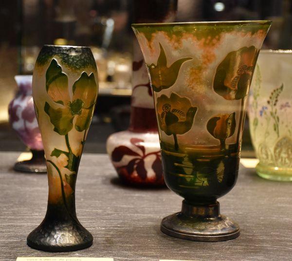 Vases pavots verres soufflés-moulés, multicouches, gravés à l'acide. Dons