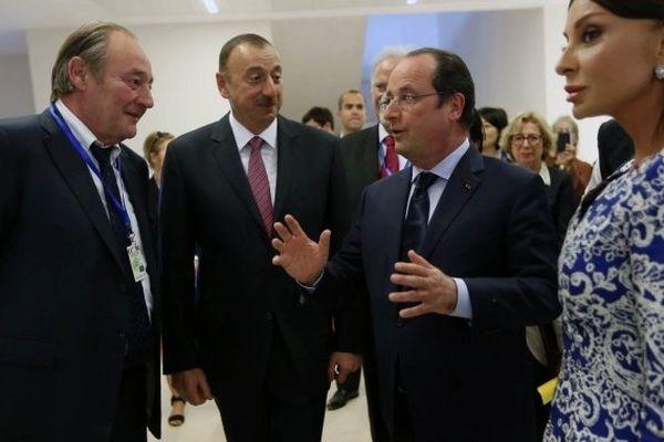 Gervais Martel aux côtés du président azerbaïdjanais Ilham Aliyev lors d'une visite officielle de François Hollande à Bakou en mai 2014.
