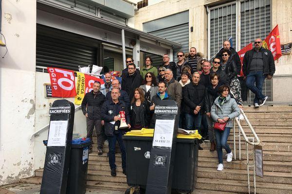 Ce jeudi 14 novembre, des personnels grévistes ont bloqué la direction départementale des finances publiques de Bastia.