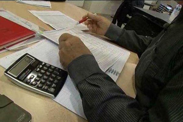 A Saint-Enimie en Lozère, l'association Axiom négocie des contrats avec les compagnies d'assurance pour réduire le coût des complémentaires.