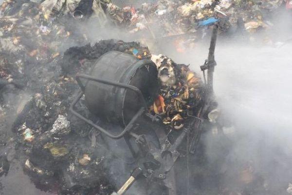 Une bouteille de gaz était dissimulée dans un feu de poubelle, mais n'a pas explosé.