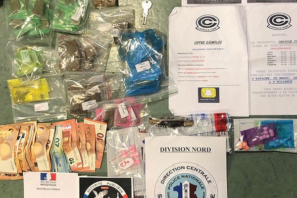 Les policiers de la DDSP 13 ont saisi 1,8 kg de cannabis, 10 gr de cocaïne, 1 500 euros et 5 gr d'ecstasy.