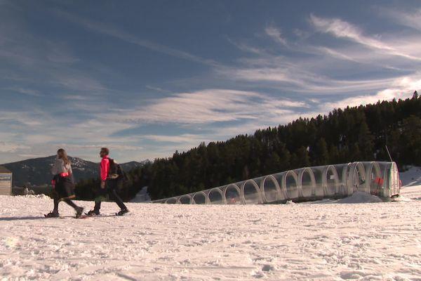 Faute de ski alpin, la station de Formiguères propose des promenades en raquette, de la luge et du ski de randonnée.