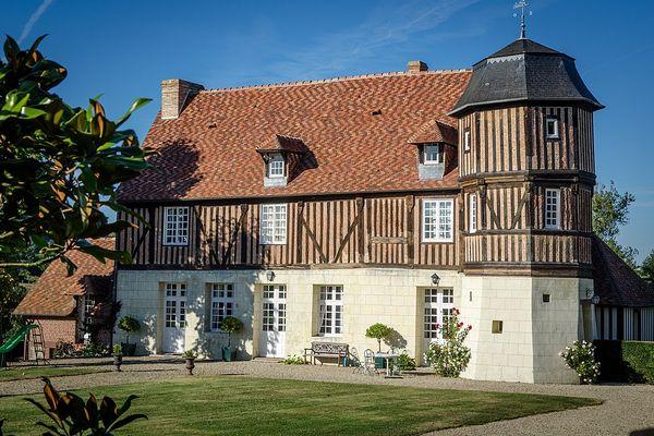 Dans le Calvados, non loin de Lisieux au coeur du pays d'Auge, le Manoir de Caudemone retrouvera un temps de plus en plus ensoleillé.