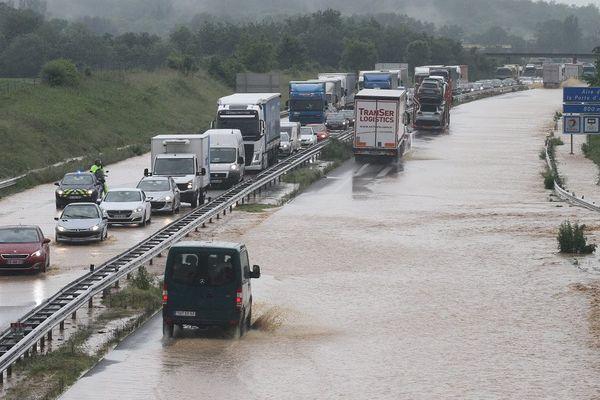 L'autoroute A36 inondée à la suite d'intempéries le 8 juin 2016 à hauteur de la commune de Burnhaupt