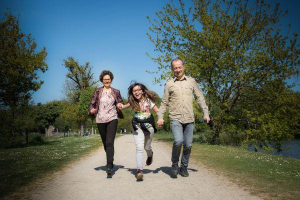 Philippe et Laurence sont les parrains de cœur de Yaëlle depuis plus de cinq ans. La jeune fille âgée de quinze ans est issue d'une famille monoparentale. Sa maman a souhaité lui apporter une ouverture culturelle et sociale en faisant appel à l'association