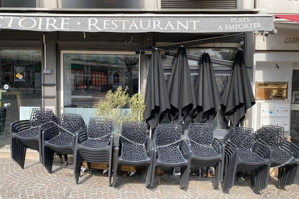Restaurant fermé à Antibes dans les Alpes-Maritimes, mars 2021.