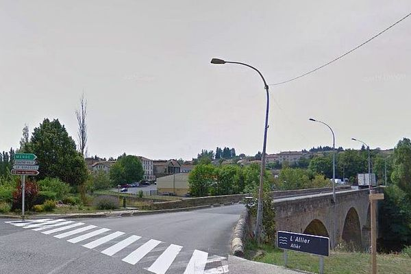 Langogne (Lozère) - le pont sur l'Allier - archives