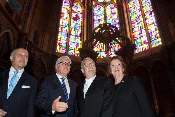 Laurent Fabius, accompagné de son homologue allemand Frank-Walter Steinmeier, de l'artiste Imi Knoebel et de la femme de ce dernier.