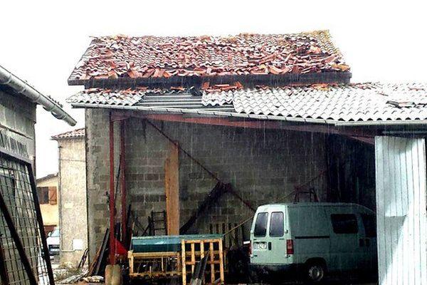 De nombreux bâtiments agricoles ont été touchés.