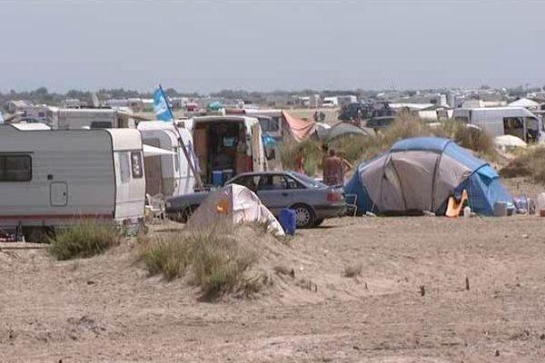 Piémanson, le plus grand camping sauvage d'Europe vit son dernier été, dans sa configuration actuelle.