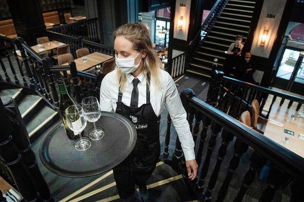 En 2020, le secteur de la restauration recrute moins de jeunes en job d'été en Alsace. En cause : la crise du coronavirus et le confinement.