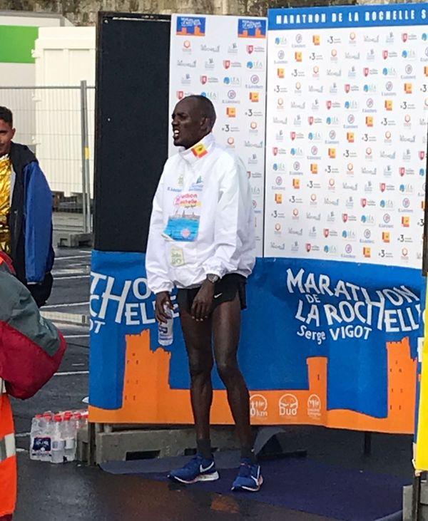 """Emmanuel Oliaulo a réalisé le deuxième temps du marathon de La Rochelle 2019 en 2h08'22"""" après le record établi en 2011 par John Komen."""