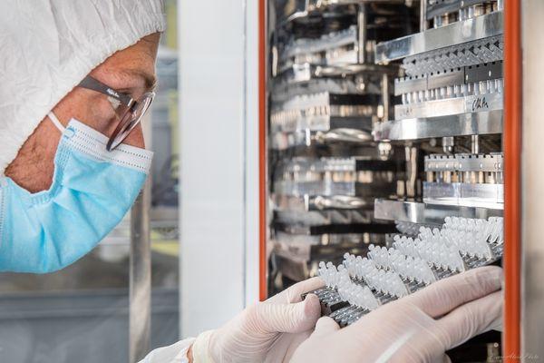 Grâce à une coopération public-privé avec le service de virologie du CHU de Caen, l'entreprise Loop Dee a mis au point une technologie de détection rapide des coronavirus.