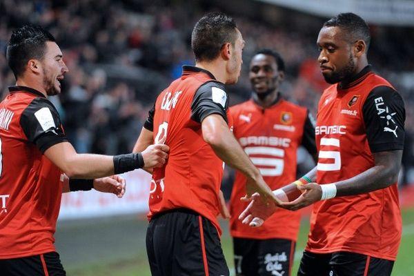 Les joueurs du Stade Rennais se félicitent après le but d'Erding (Rennes-Reims, 03/11/2012)