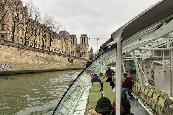 Les croisiéristes sont obligés de réduire le nombre de bateaux faisant visiter Paris depuis la Seine chaque jour.