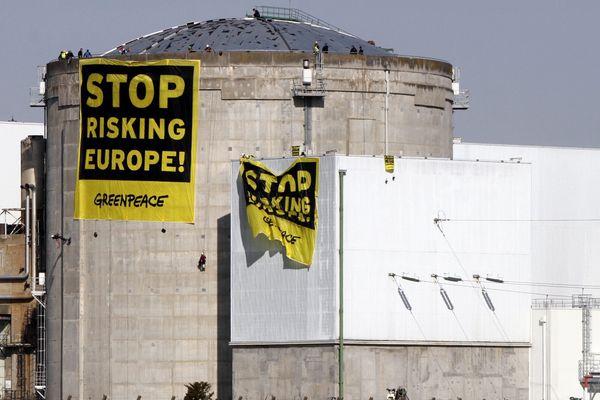 Mardi plusieurs dizaines de militants de Greenpeace ont pénétré par surprise dans l'enceinte de la centrale de Fessenheim