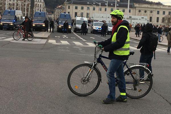 Un périmètre restreint de la presqu'île de Lyon interdite aux manifestations samedi 18 mai (images d'archives).