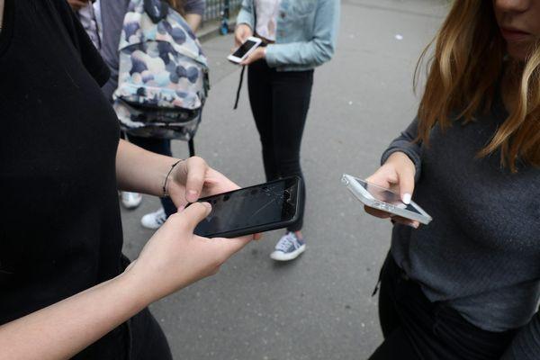 En France, 86% des 12-17 ans ont un téléphone portable.