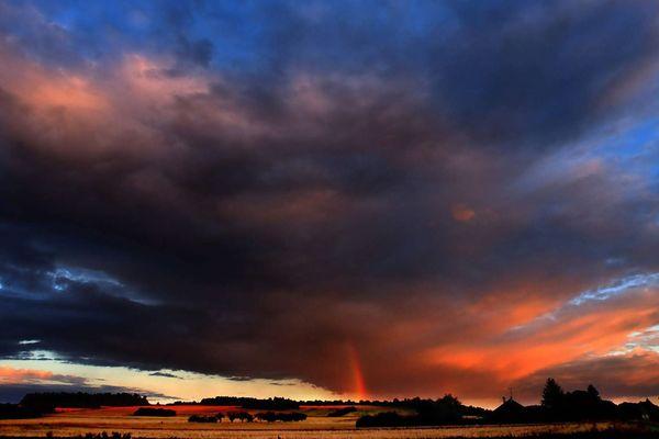 La campagne d'Auxerre sous les orages (photo d'illustration).