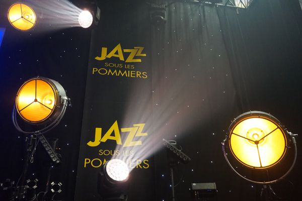 La salle Marcel-Hélie à Coutances transformée en scène à l'occasion du Festival Jazz sous les pommiers