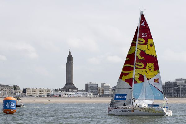 Le bateau Région Normandie lors du prologue URGO de la Solitaire Urgo Le Figaro 2018, le 22 août 2018.