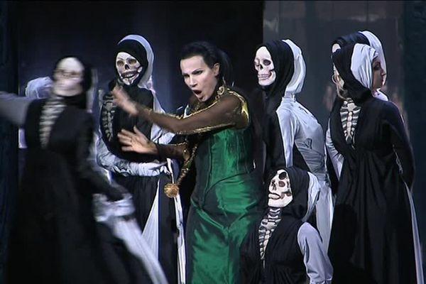 La cantatrice  Béatrice Uria Monzon dans le rôle de Lady Macbeth au Capitole de Toulouse