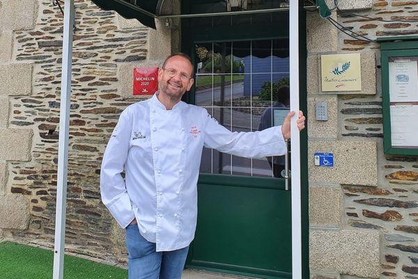 Christophe Le Fur, devant son restaurant fermé depuis le 14 mars au soir, avec un nouveau projet en tête