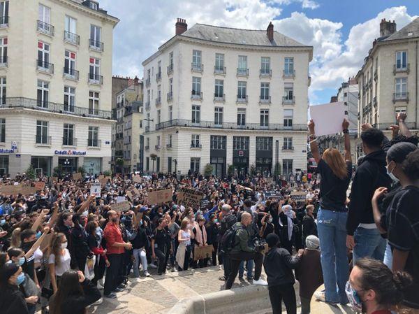 Les manifestants place Royale à Nantes.